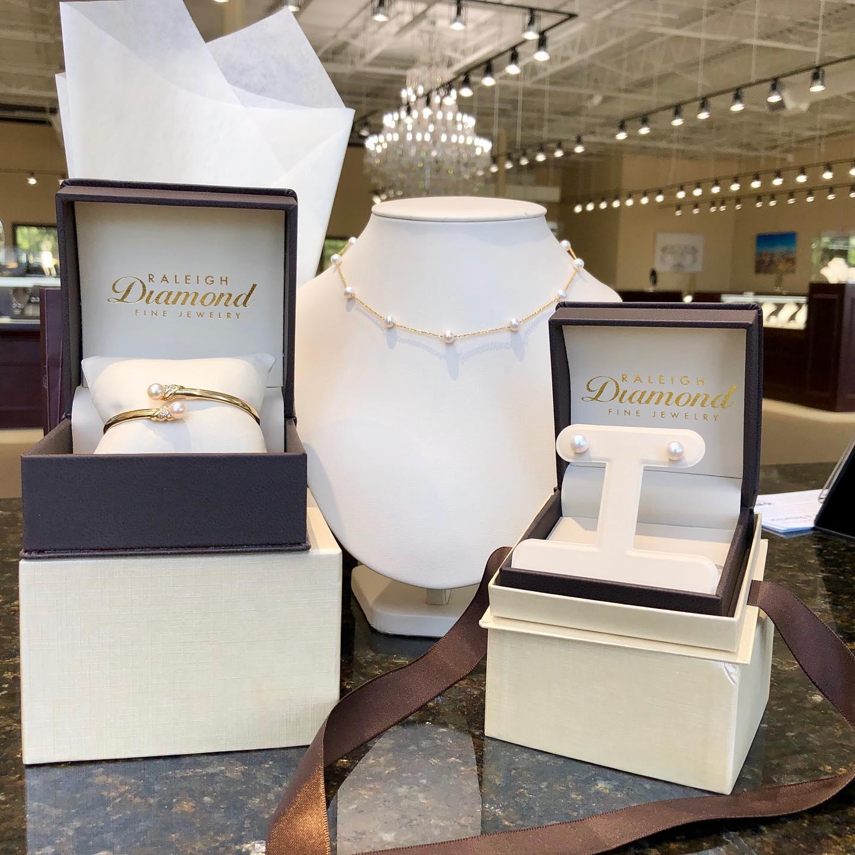 Raleigh Diamons Pearl Jewelry